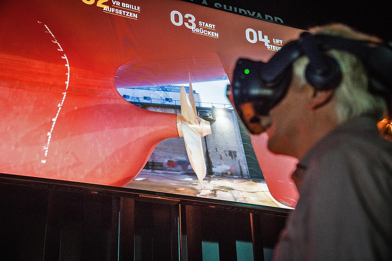 Mit einer VR-Brille stellst du dich mitten ins Dock Elbe 17