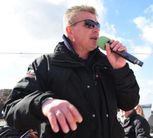 Seit zehn Jahren ist Jens Zotz (49) jetzt Hafen-Guide bei Barkassen Meyer. Foto: Wunder