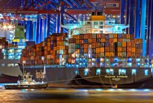 Der Containerriese Houston Express liegt am Kai im Hamburger Hafen (Foto: Julius Silver/hfr)